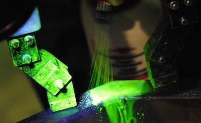 Magnetpulverprüfung fluoreszierend